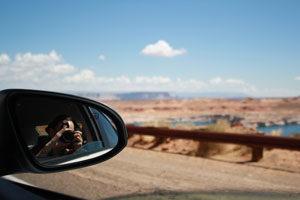 Foto aus einem Auto auf den Lake Powell